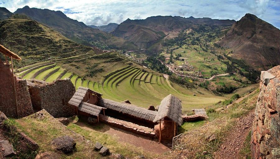 Los 10 mejores parques y reservas naturales en América del Sur que no te deberías perder - Worldpackers - Ruinas en Valle Sagrado