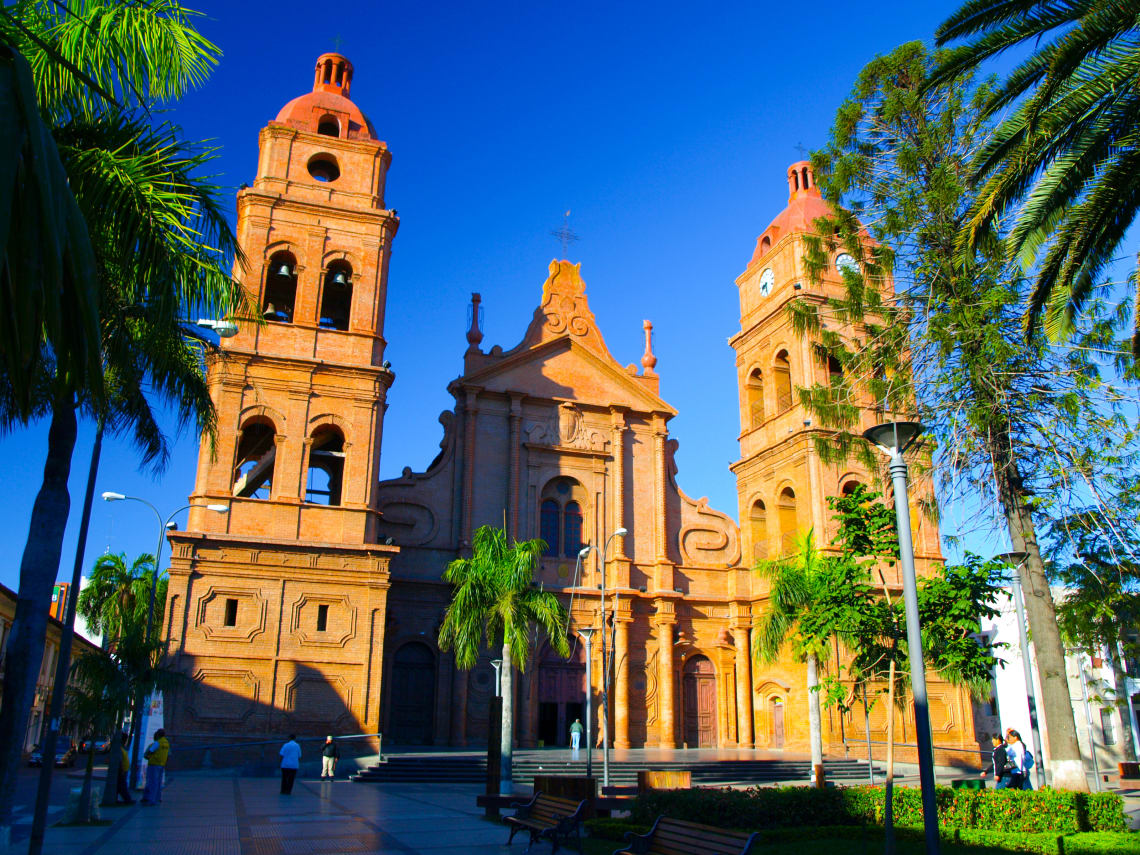 16 cosas que tienes que hacer en Bolivia - Worldpackers - iglesia en santa cruz de la sierra