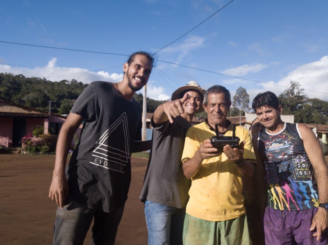 Compartilhando experiências com o povo local na Chapada Diamantina durante o voluntariado em uma agrofloresta.
