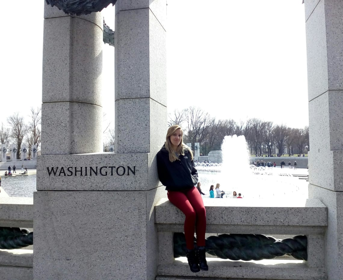 Vanessa em monumento de Washington