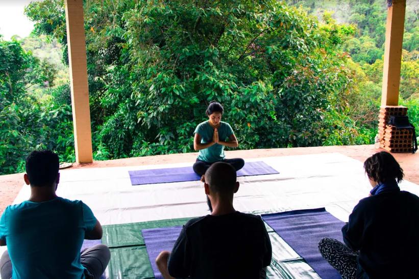 Um dos benefícios da experiência são as aulas de yoga e meditação