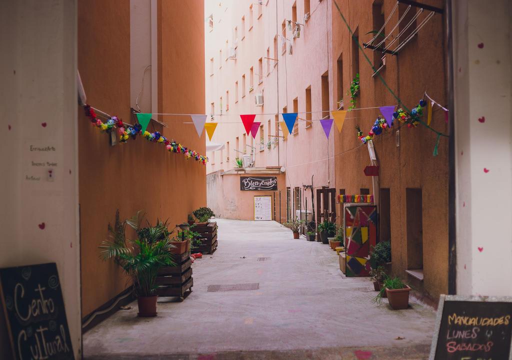 Projeto sem fins lucrativos com projeto de três áreas sociais