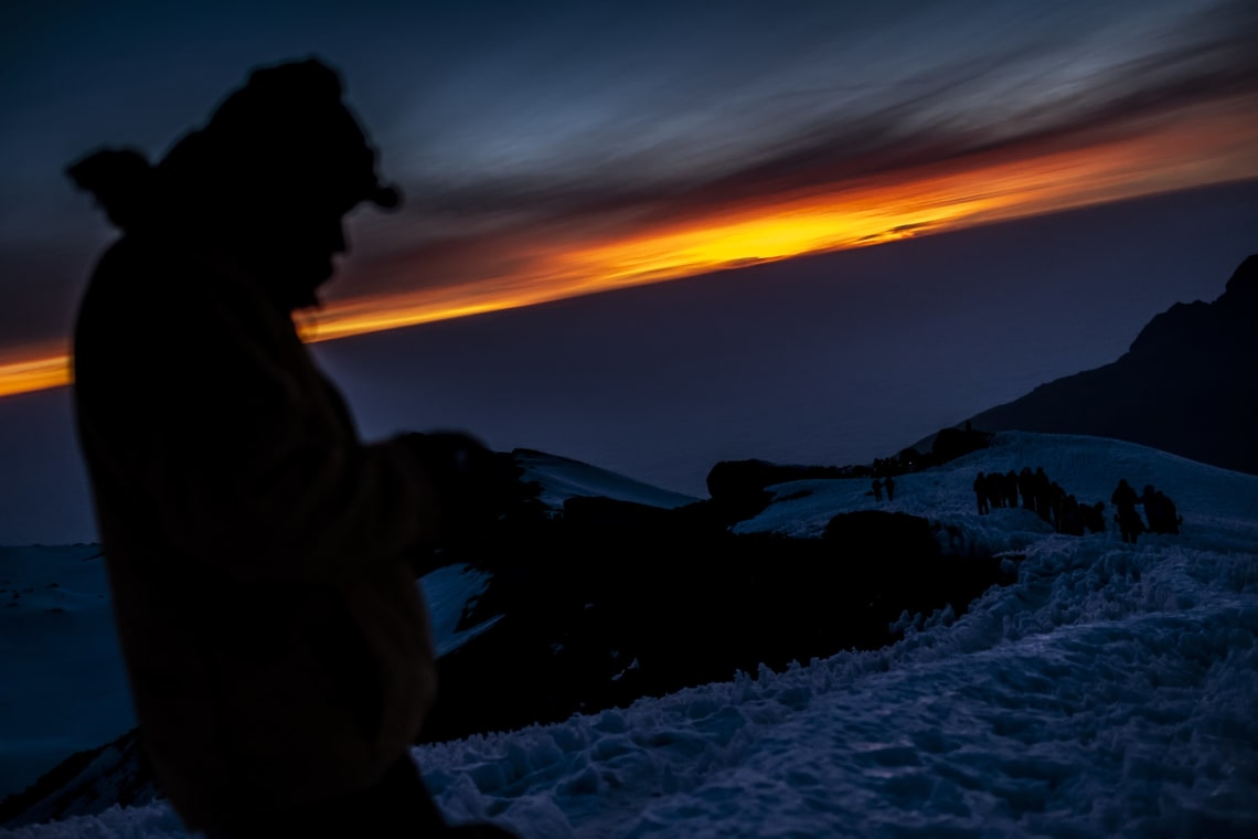 Kilimanjaro: hacer el trekking más alto de África - Worldpackers - amanecer en el monte kilimanjaro