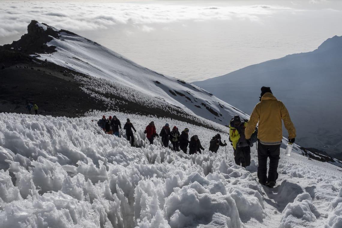 Ascenso y descenso entre caminos de hielo.