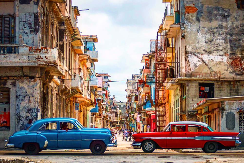 Mejores destinos para viajar solo y barato - Worldpackers - calle en Cuba
