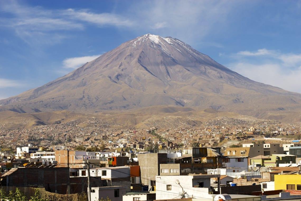 Todas las cosas que hacer en Arequipa y sus alrededores - Worldpackers - volcán Misti en Arequipa perú