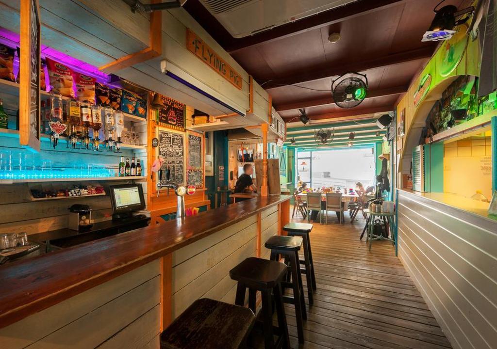 Volunteer as a bartender at The Flying Pig Hostel, Noordwijk