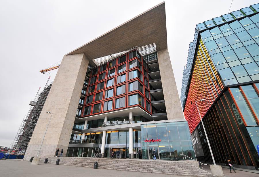 Imagem da biblioteca pública de Amsterdam