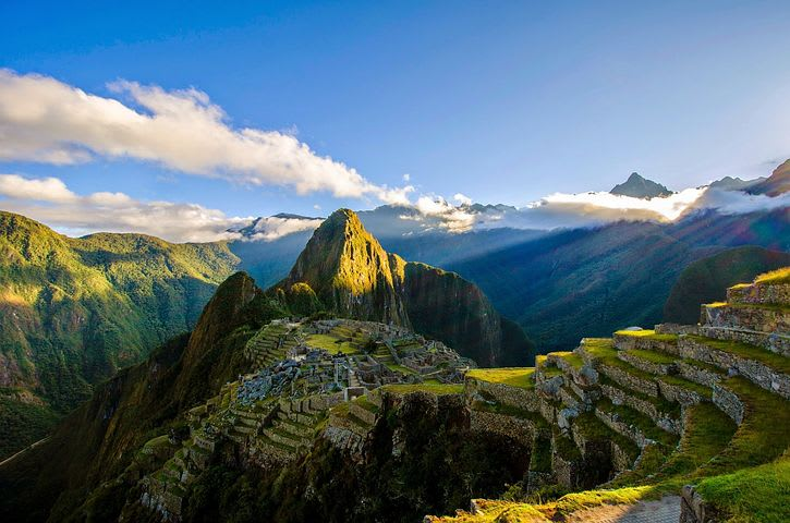 Los mejores 10 destinos de Sudamérica para mochileros - Worldpackers - imagen de machu picchu desde lo alto