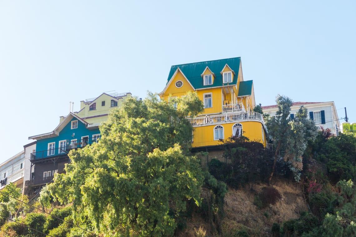 casas coloridas em valparaiso chile