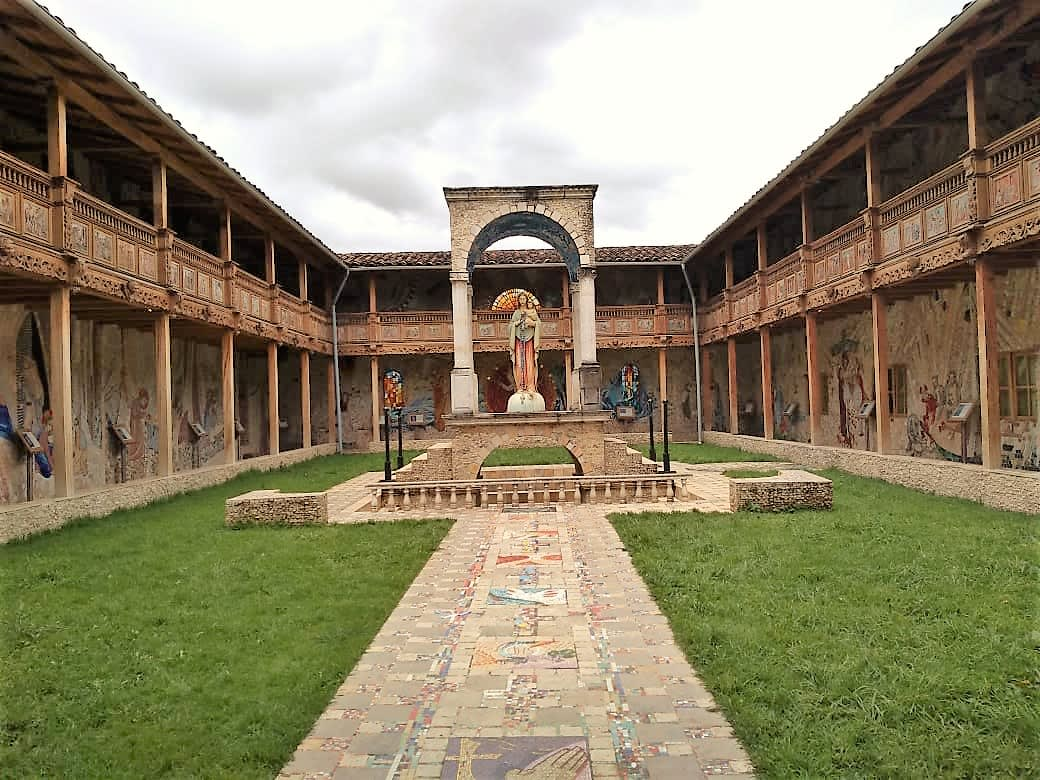 13 cosas que hacer en Cajamarca, Perú - Worldpackers - entrada de Rosario de Polloc en Cajamarca