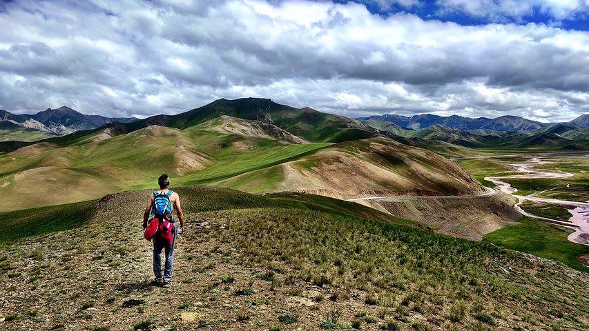 La parte difícil de un año sabático: guía para sobrevivir en el extranjero - Worldpackers - mochilero en la montaña