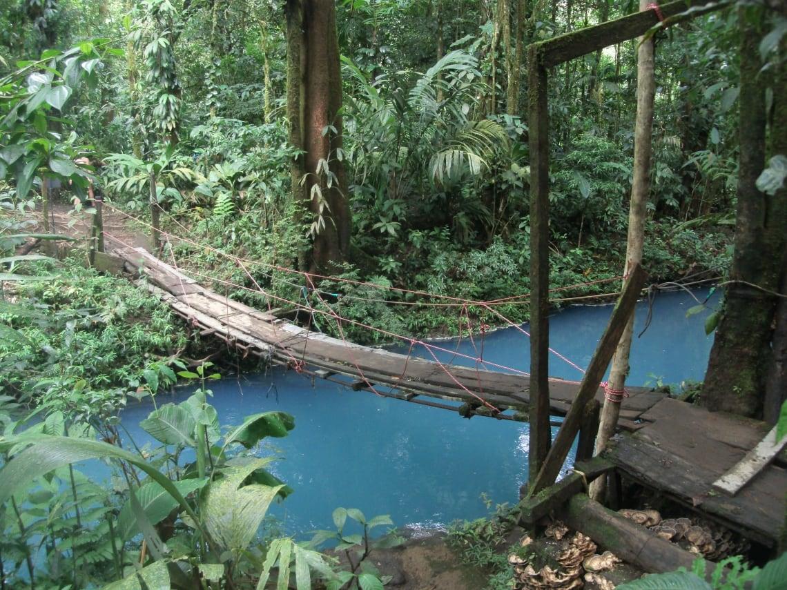 Guía para viajar a Costa Rica - todo lo que debes saber - worldpackers - rio celeste en costa rica