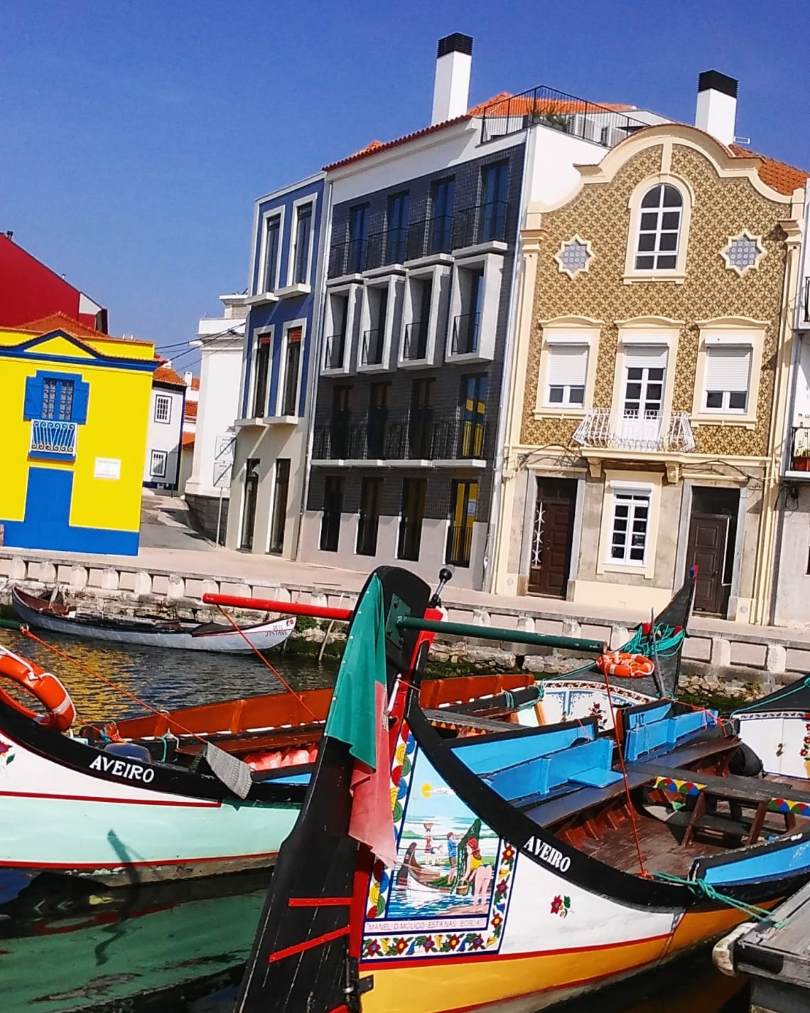 budget travel guide to aveiro boats