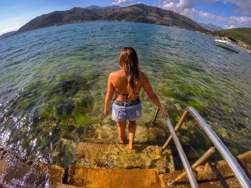 Durante seu mochilão pela Europa, Stela conheceu o lindo mar da Croácia