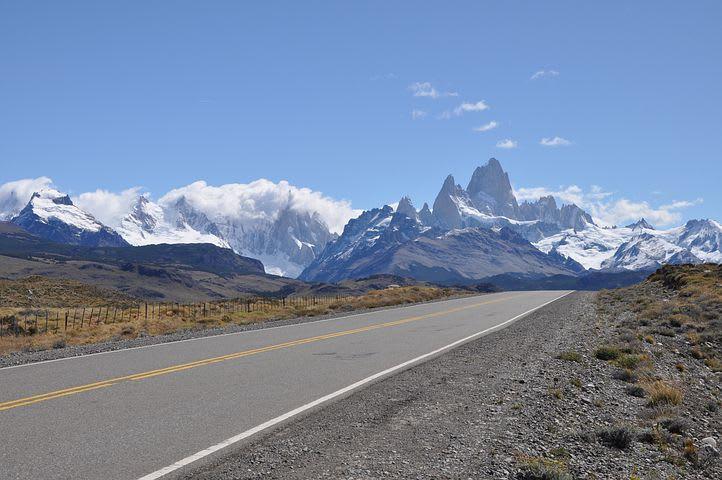 Cómo organizar un viaje por Argentina desde cero - Worldpackers - carretera en la patagonia argentina