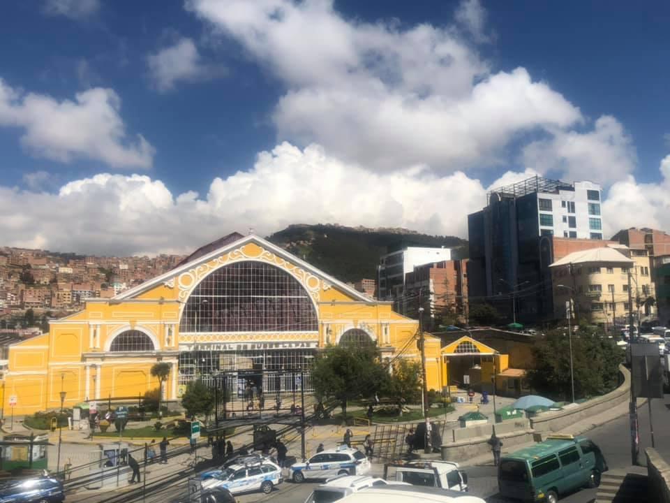Mi experiencia haciendo un voluntariado en un hostel en La Paz, Bolivia - Worldpackers - vista de la terminal de ómnibus de la paz bolivia