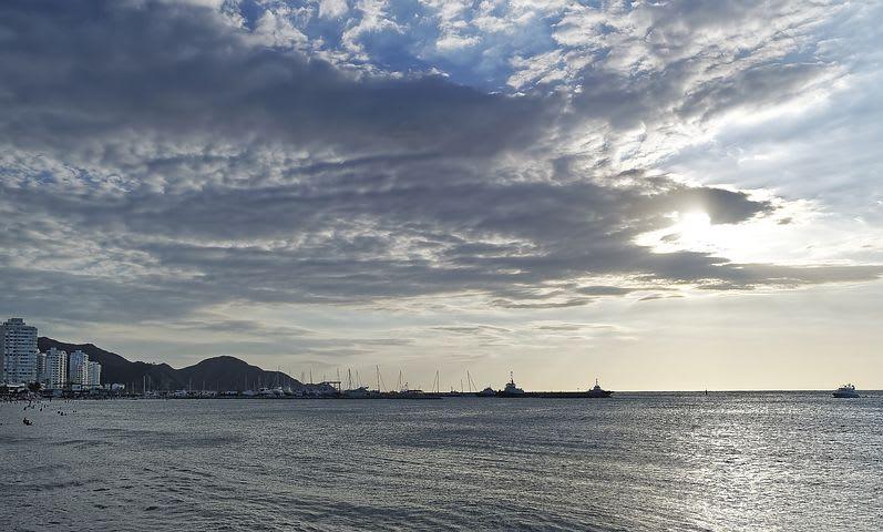 Los mejores 10 destinos de Sudamérica para mochileros - Worldpackers - bahía en santa marta colombia