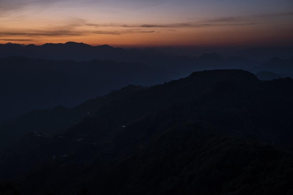 17 días haciendo un voluntariado en India, en la capital mundial del yoga: Rishikesh - Worldpackers - atardecer en la montaña en Rishikesh, India