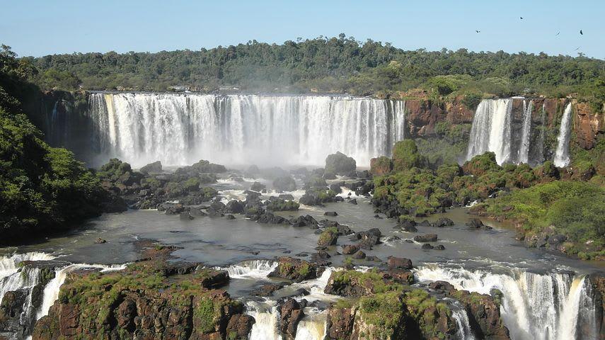 Guía para viajar a las cataratas de Iguazú con poco presupuesto - Worldpackers - cataratas de iguazú desde brasil