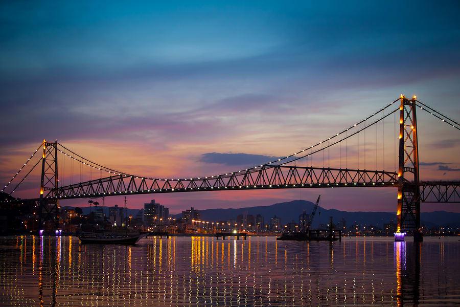 A ponte que liga o continente com a Ilha