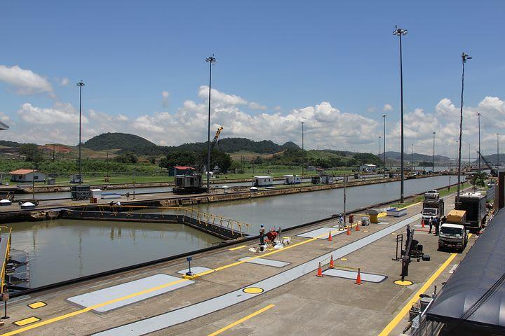 Ruta para recorrer Centroamérica como mochilero - Worldpackers - vista desde lo alto del canal de Panamá