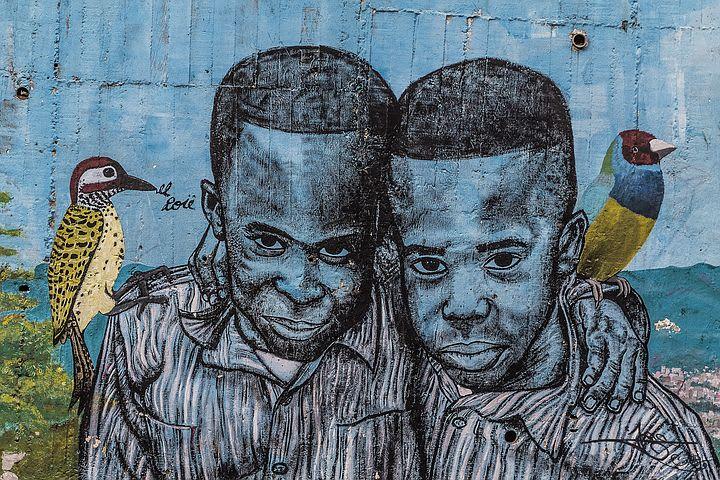 14 cosas que hacer en Medellín con poco dinero - Worldpackers - graffiti en comuna 13 en medellin