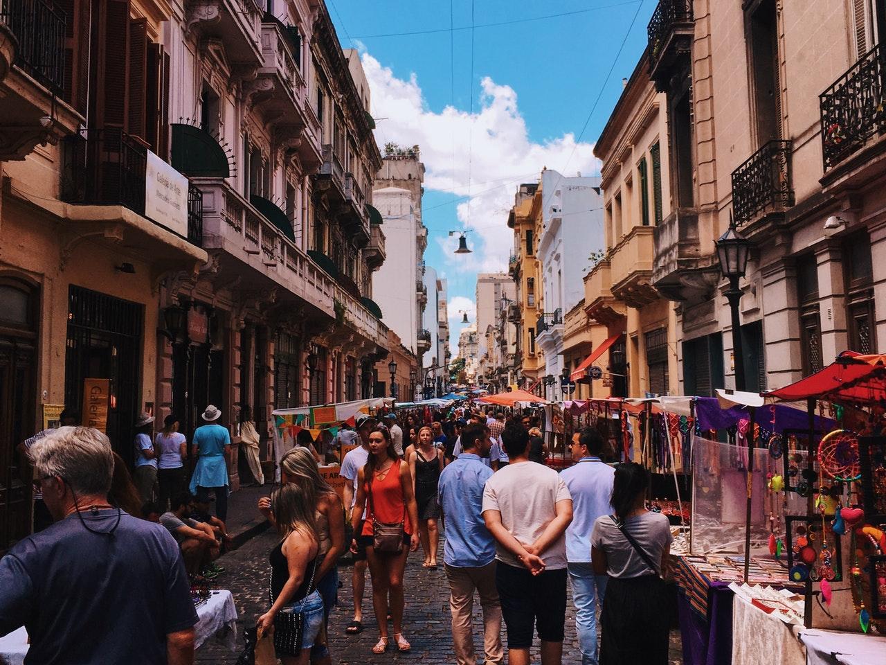 A Feira de San Telmo é outro ponto turístico fundamental para quem quer conhecer Buenos Aires