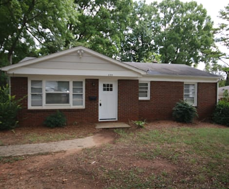 633 Reeves Court, Charlotte NC 28208
