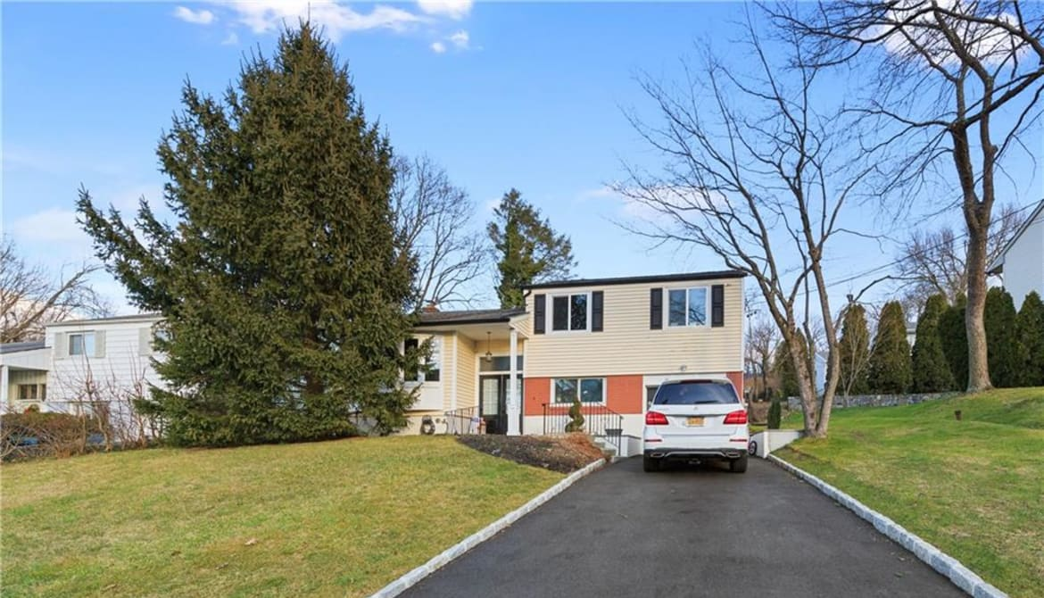 Just Listed: 49 Manchester Road Unit: 2nd Fl, Eastchester