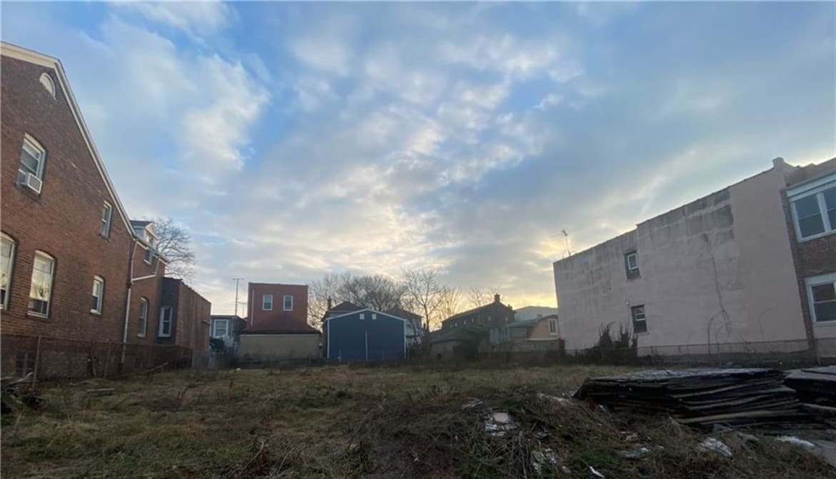 Just Listed: 2882-84 E 195th Street, Bronx