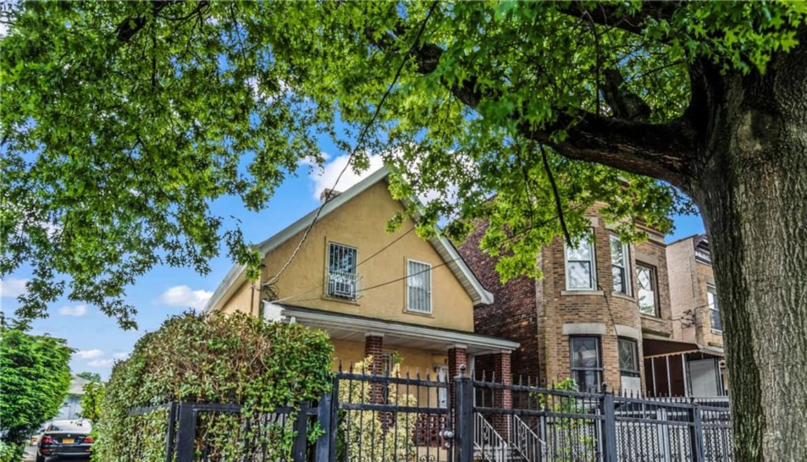 Just Listed: 828 E 226th Street, Bronx