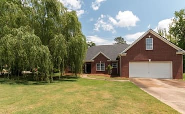 Just Listed: 100 Wentworth Dr, Oxford