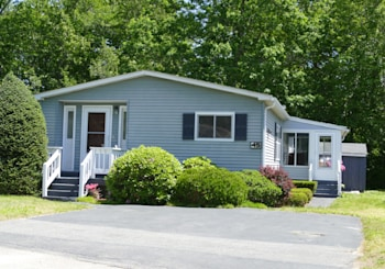 45 Leisurewoods Dr, Rockland, MA 02370