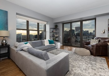Newly Remodeled 2 Bed / 2 Bath Condo with Sweeping Views of the City Skyline!