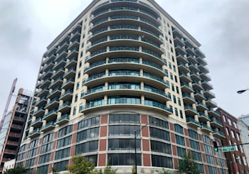 Awesome River North Condo with Southern City Views For Sale! [NON-MLS ]🔥