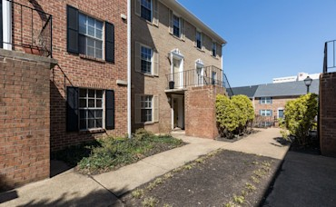 UNDER CONTRACT! 927 Rolfe St Unit A, Arlington, VA 22204