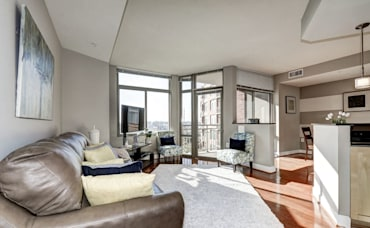 Beautiful 2 bed, 2 bath Crystal City Condo FOR SALE!