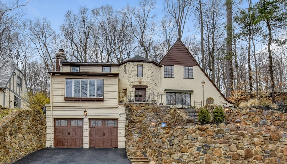 22 Crestwood Drive, Maplewood Available