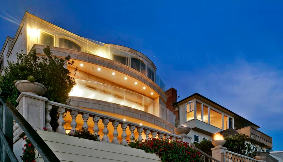 Laguna Beach House Draws TV Cameras, Crowd