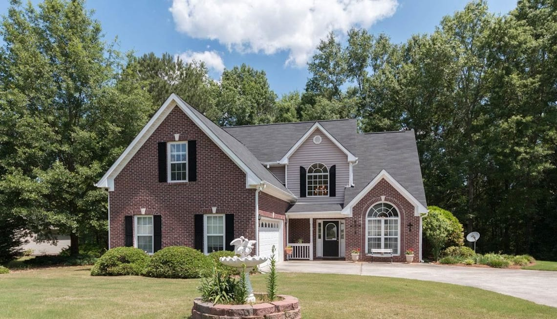 Just Listed: 40 Green Valley Dr, Oxford