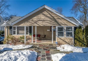 Just Listed: 86 Parkway Circle, Eastchester