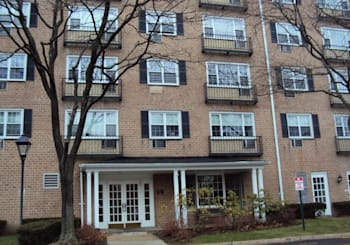 Just Listed: 1 Consulate Drive Unit: 3G, Eastchester