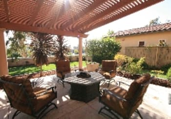 Beautiful Home on Large Lot in Verrazzano!