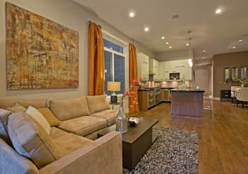 Video: newer 3-bedroom duplex with parking in Lakeview East
