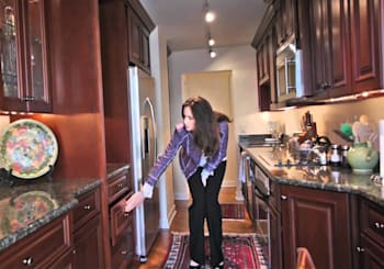 Video: renovated 3-bedroom condo in Gold Coast high-rise