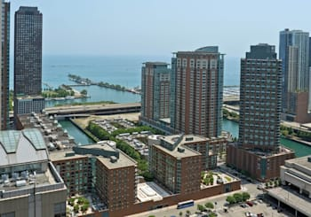 Video: great lake and city views from a penthouse in Streeterville