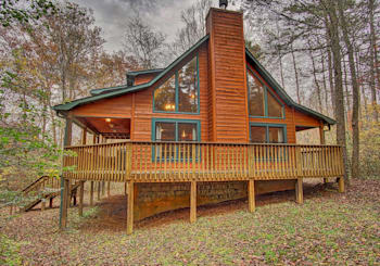 JUST LISTED! Furnished Cabin with Great Rental History on Over 100′ Frontage on Fightingtown Creek!