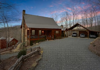 LUXURY MOUNTAIN VIEW CABIN ON 5.05 ACRES WITH A GORGEOUS GUEST HOME…JUST LISTED!