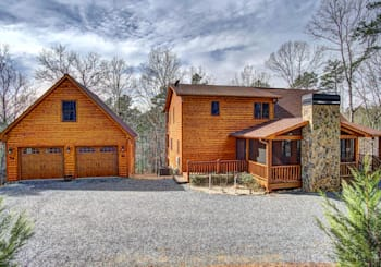 JUST LISTED! AMAZING LUXURY CABIN IN BEAR TRACKS S/D ONLY 6 MI FROM DT BLUE RIDGE WITH OVER 180 DEGREE VIEWS OF MTNS!